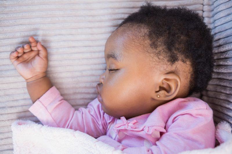 furo de orelha em bebês